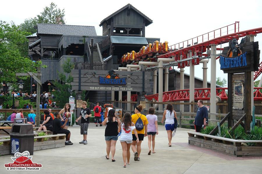 Teenagers at Cedar Point