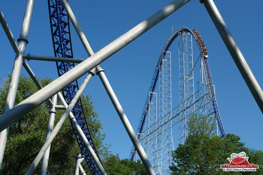 Super-tall Cedar Point coaster