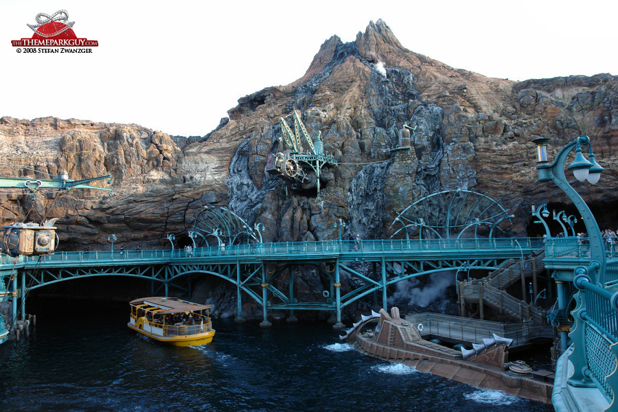 This volcano harbor constitutes the peak of theme park design to date