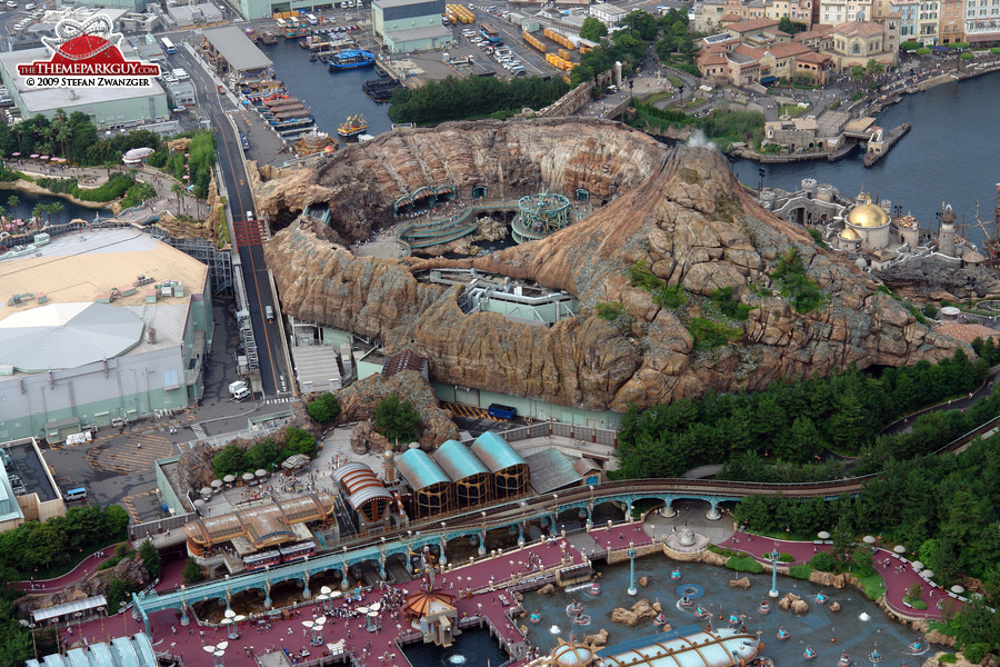 The volcano houses the Journey to the Center of the Earth ride