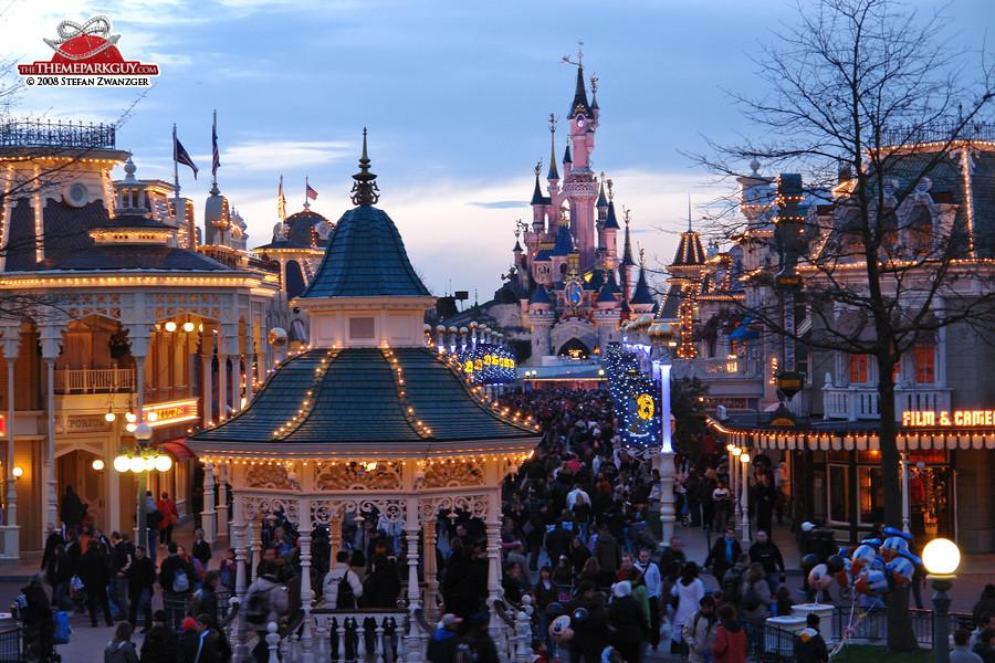 Disneyland paris photos by the theme park guy for Amusement parks in paris
