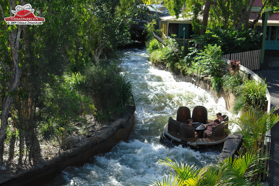 Dreamworld river rafting ride