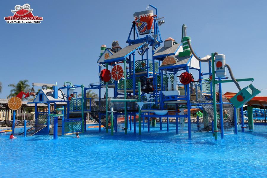 ... Kids' playground ...