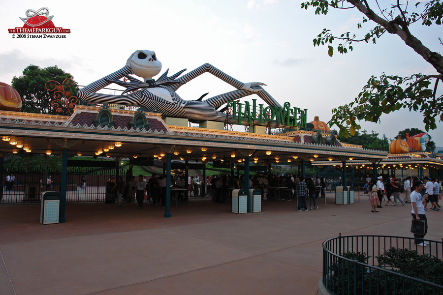 Hong Kong Disneyland entrance during Halloween