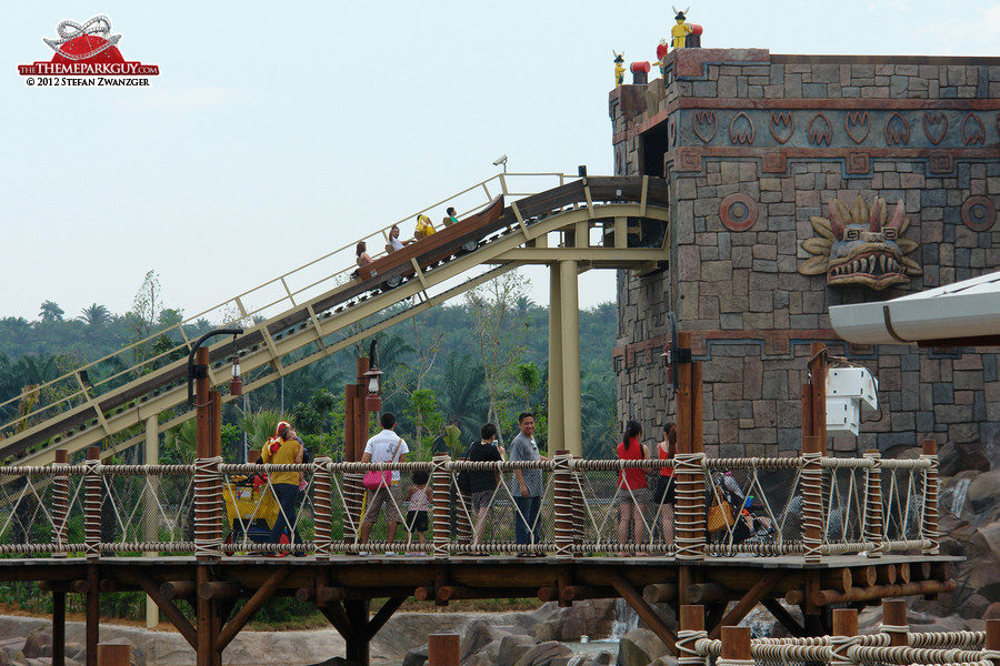 Flume ride lift hill with viewing platform