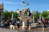 Looney Tunes statue
