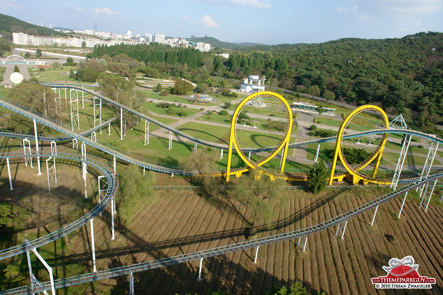 View from the coaster peak: in the background you can spot the famous Ryugyong Hotel!