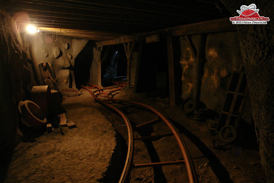 charming-indoor-sections-of-the-mine-coaster-big-compressed.jpg