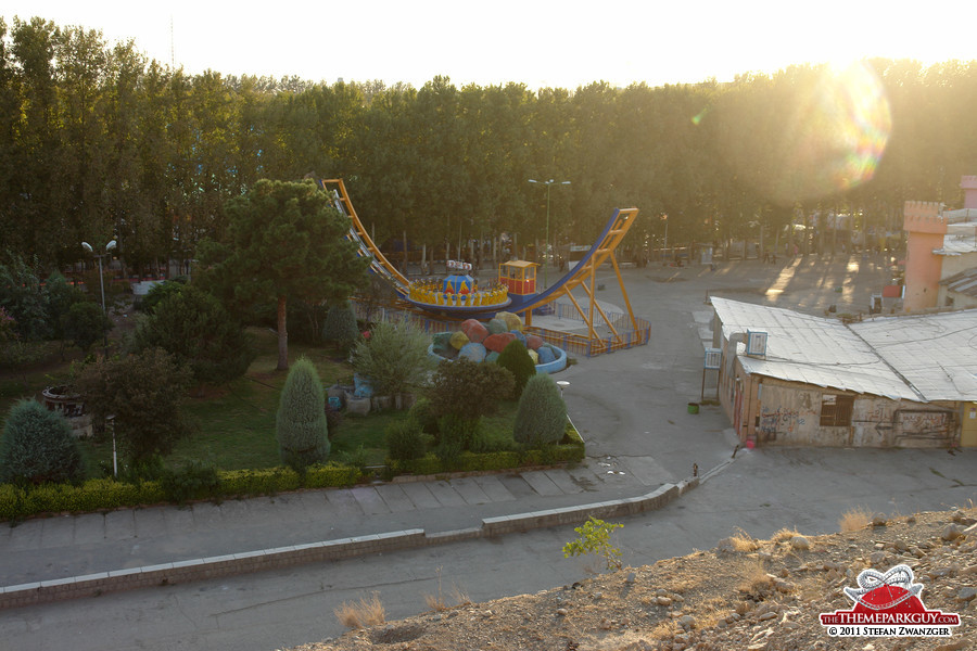 Eram Park was open only in the evenings (at least in September 2011)