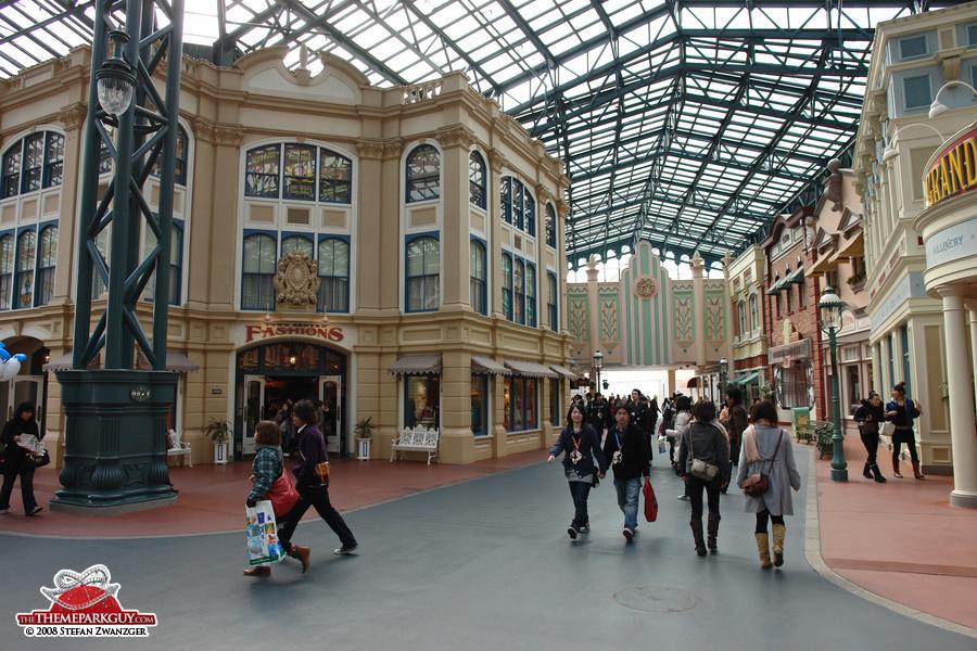 World Bazaar, Tokyo Disneyland's equivalent to Main Street