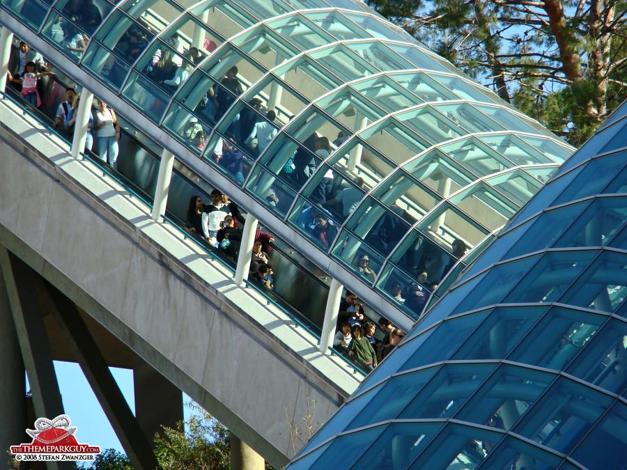 Escalator crowds
