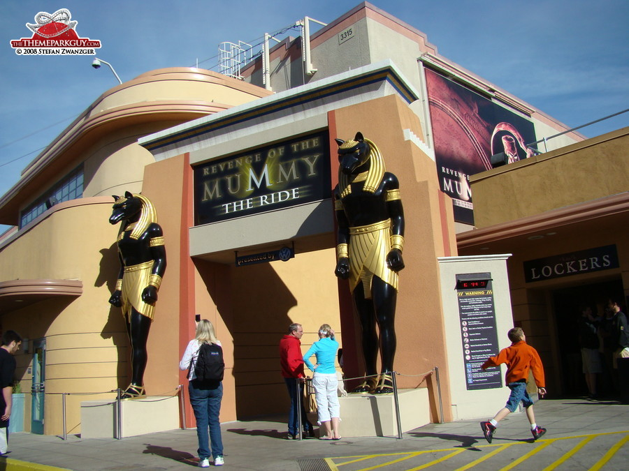 Entrance to the Mummy roller coaster