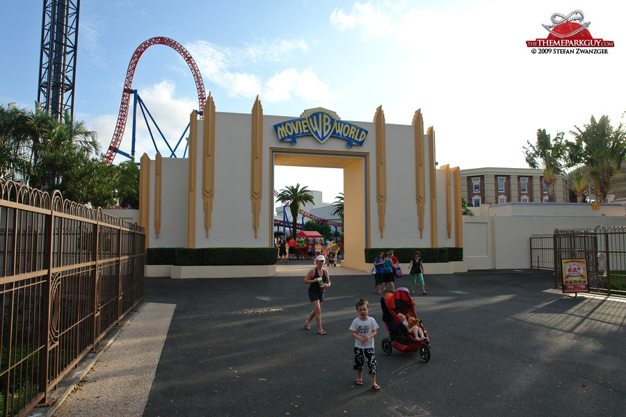warner brothers  world photographed reviewed  rated   theme park guy