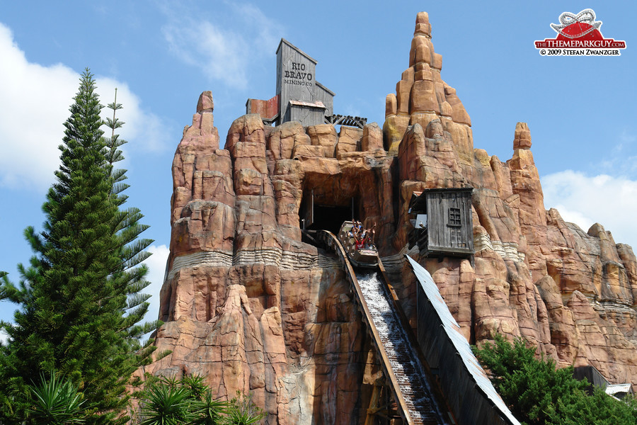 Warner Brothers Movie World Photographed Reviewed And